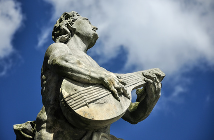 A statue playing a lute